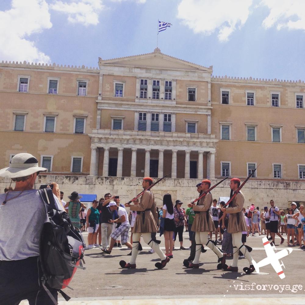 Euzoni davanti al Parlamento