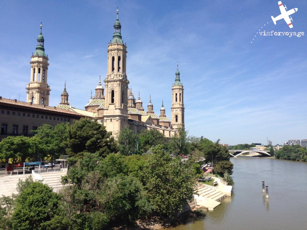 La cattedrale vista dall'Ebro